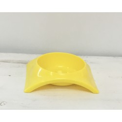 Taça plástica cão amarela...