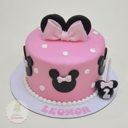 Bolo Minnie em Pasta de Açúcar