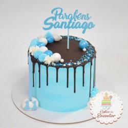 Drip cake azul com topo de...